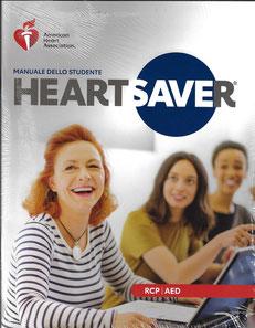 Questo Manuale dello studente HS per operatori non sanitari, utile per prepararti al meglio alla prova teorico-pratica, lo potrai ritirare a partire da dieci giorni prima della data di inizio del corso, insieme al portachiavi CPR.