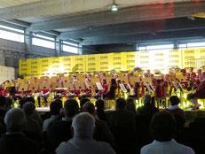 320 Besucher und 75 Musikerinnen