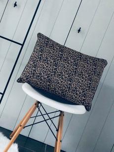 coussin léopard, coussin rectangulaire, coussin rectangulaire léopard, coussin rectangle léopard, échelle noire, déco scandinave