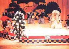 白獅子は宝生英照(宝生流宗家)、赤獅子は辰巳満次郎