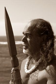Lua Krieger, friedvoller Krieger, Fußspuren der Ahnen. Hawaii - Lua Krieger, Verantwortung, Frieden, Schutz, Zukunft