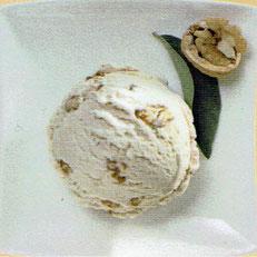 Rahmglace mit caramelisierten Walnüssen