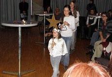 Gleichsam dem Stern von Bethlehem zeigten Rubilis Kinder die Ankunft ihres Werkes an.