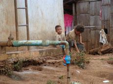 Village Hmong, Enfants