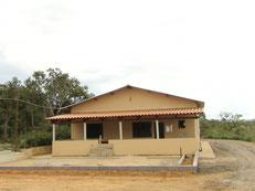 2005年に完成した作業小屋。この時はまだ水のタンクもなく、町から水を運んで来ていました。