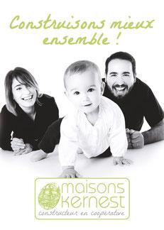 slogan construison mieux ensemble avec un couple et leur enfant