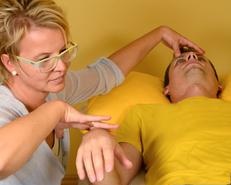 Muskeltest, Kinesiologie,Naturheilpraxis, alternative Heilverfahren
