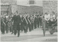 La charanga Galtzarra de Cirauqui interpretó a la anda del regimiento Valencia que irrumpe en estos momentos en la escena encabezada por Carlos García Íñiguez. (Foto: Arturo G. Rosquil/Montxo A.G.)