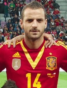 Roberto Soldado Rillo es uno de esos hombres que se hacen a uno mismo. Nació en Valencia (C. Valenciana- España) el 27 de mayo de 1985.
