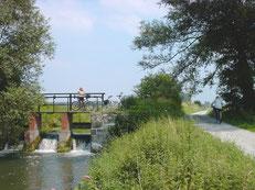 Radfahrer am Boker Kanal bei Paderborn-Sande © Tourist Information Paderborn