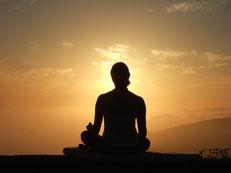 Meditierende auf der Zentrums-Terrasse