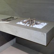 Presuotos keramikos stalviršiai nesibraižo ir atsparūs atmosferos poveikiui, todėl tinka vidaus ir lauko baldams