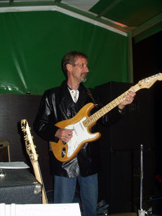 Thomas, Gitarre und Gesang