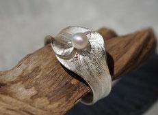 floral gestalteter Silberring mit Perle