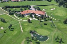 Das Clubheim mit dem Grün der Bahn 6 - © Golfer's Club Bad Überkingen