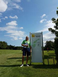 Spielführer Michael Reiher empfing 28 Flights am Tee 1 - © Golfclub Reutlingen-Sonnenbühl e.V.