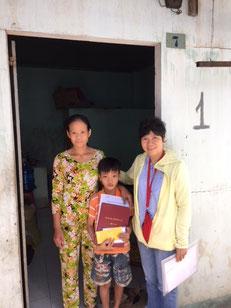 Em Lê Minh Khánh và mẹ
