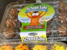 「ピーナッツアレルギーに配慮して、ピーナッツ及びナッツ類を排除しようとする学校に安心して持ち込めるタイプのカップケーキ」。    写真をクリックすると大きな画像が表示されます。