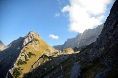 Die Lamsenjochhütte in Sichtweite