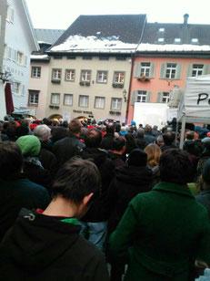 Bludenz staunt, und staut in alle Gassen! 1.300 Teilnehmer_innen an der Sonntagsdemo in Bludenz  Bild: Juliane Alton FB