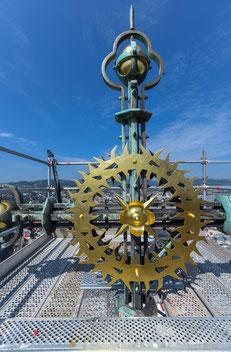 Das knapp 6 Meter hohe Turmkreuz wurde im Zuge der Turmhelmsanierung erstmals restauriert. Foto: Stadt Linz/Dworschak