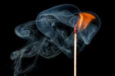 mueden.de, Leistung, Textilreinigung, Brandschutz, Feuer mit Streichholz