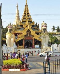 Bild: Eingang zur Shwedagon Pagode inYangon / Myanmar