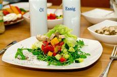 Salat mit proteinreichem Tofu