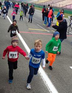 ...gemeinsam stark ;-)  unser sportlicher Nachwuchs Nikolai und David auf der Strecke...
