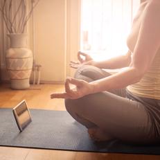 Wohnzimmer Retreat, Meditation, Achtsamkeit, Bewusstsein schaffen