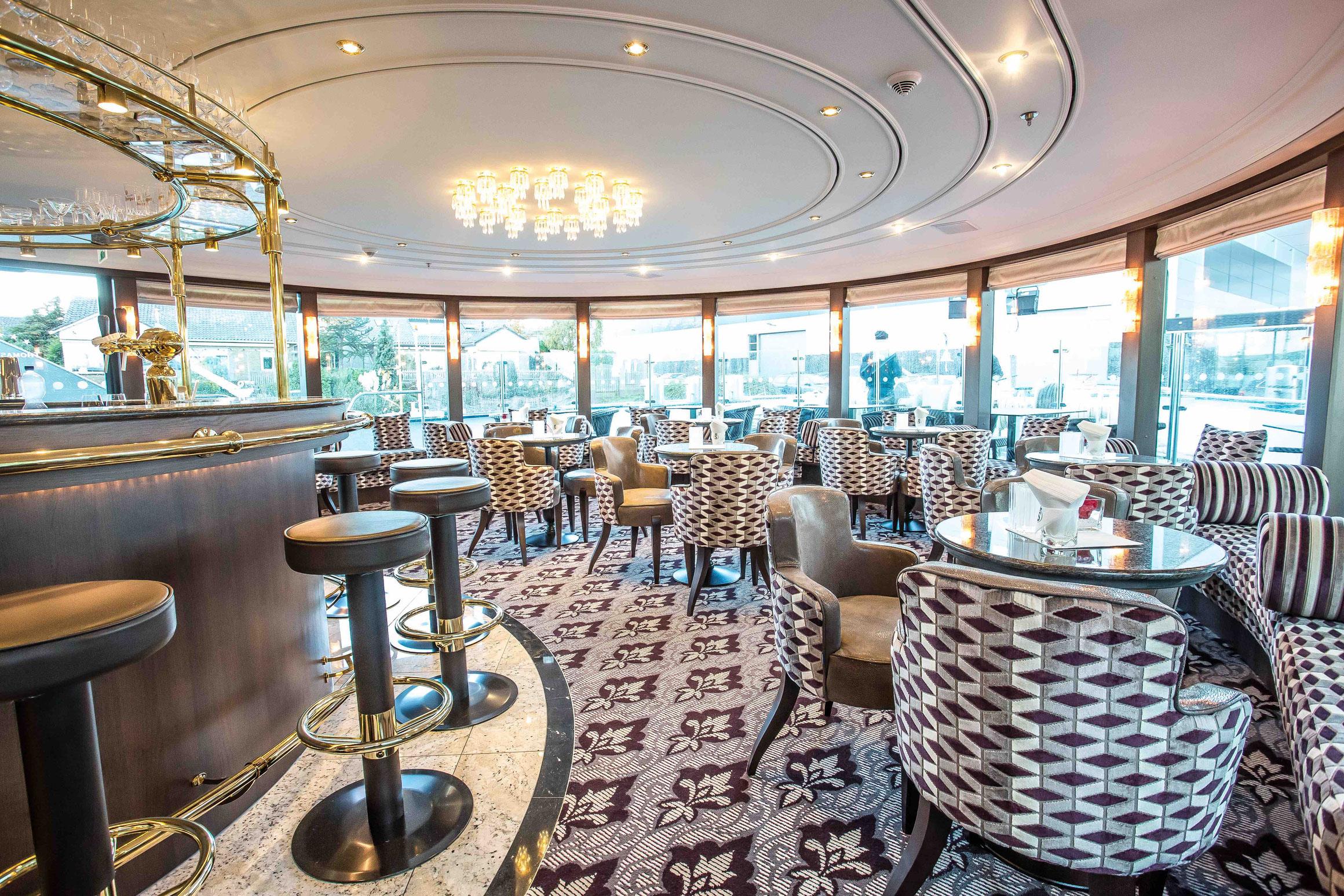 MS Thomas Hardy Panorama Lounge mit Bar