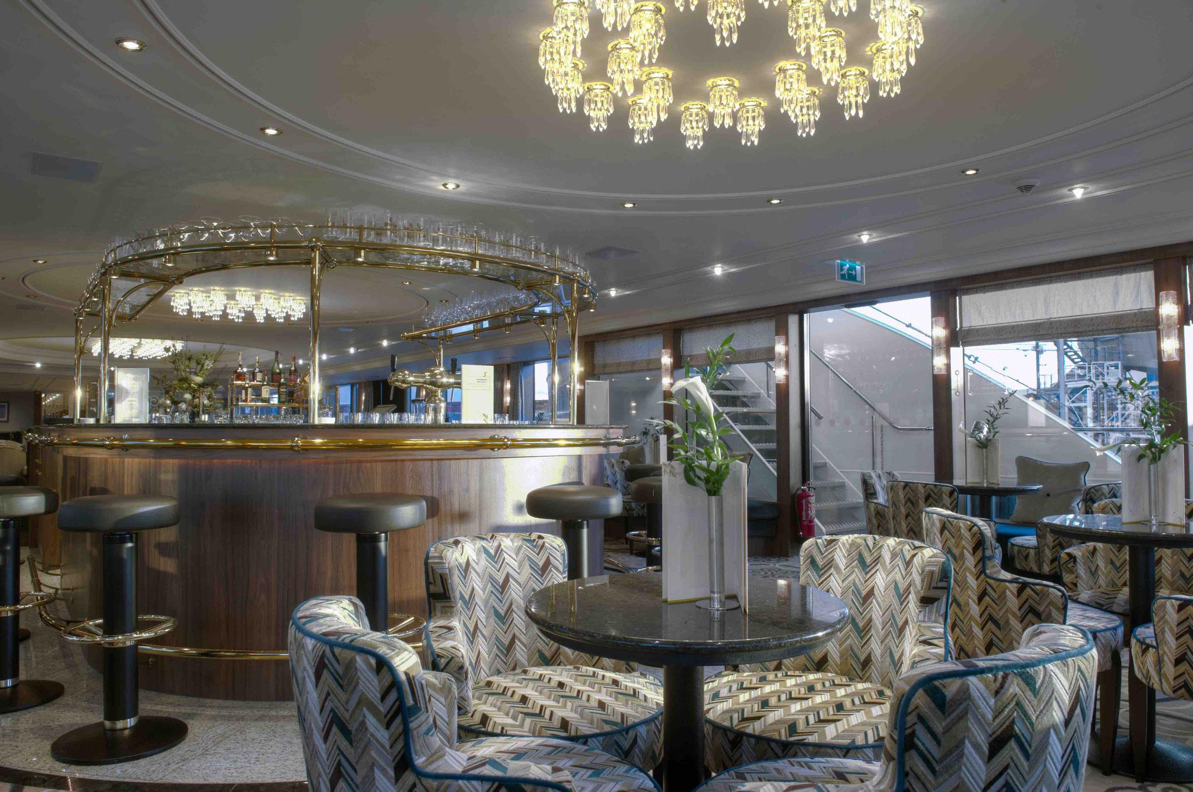 MS Anesha Panorama Lounge mit Bar
