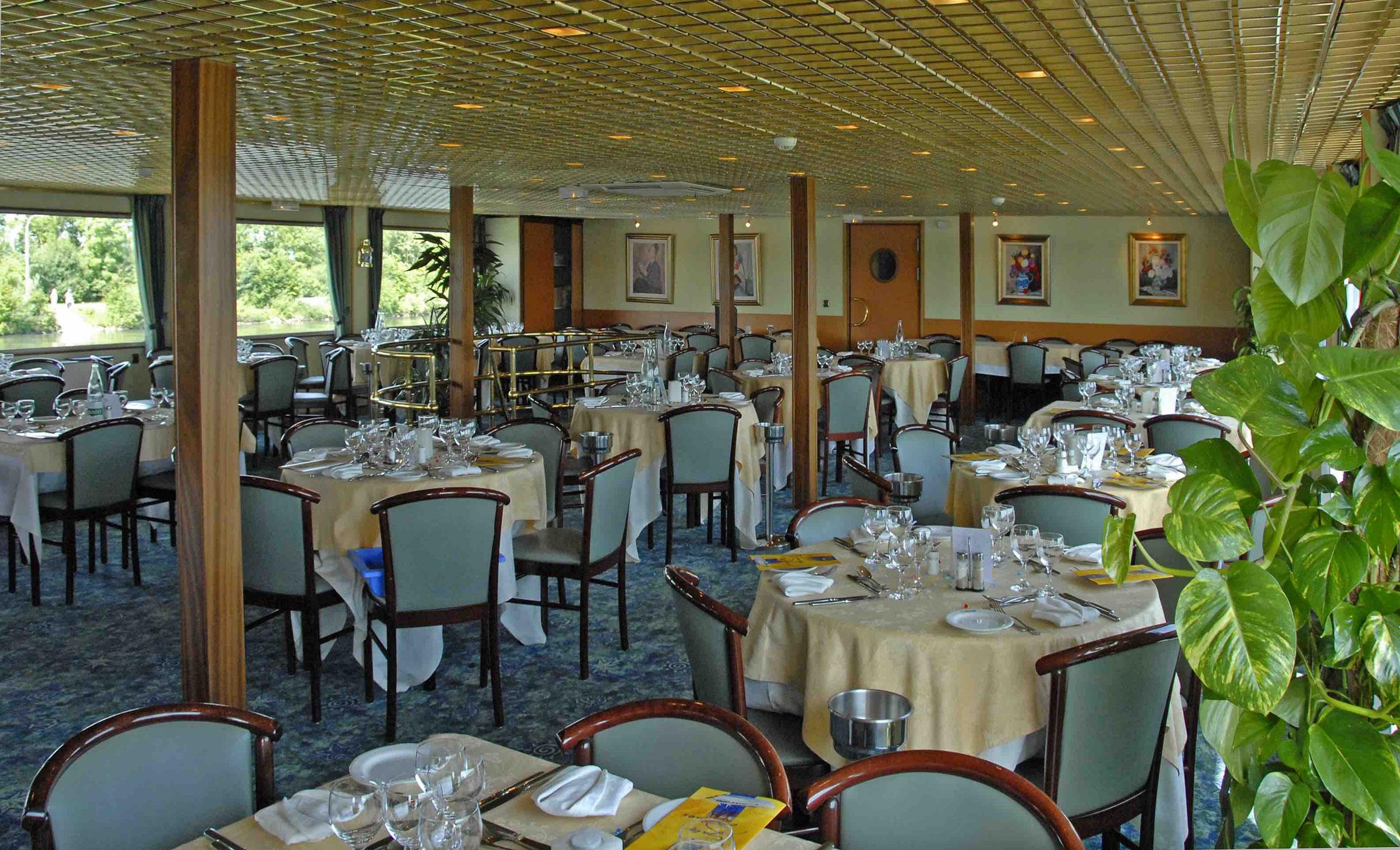 MS Magellan Restaurant
