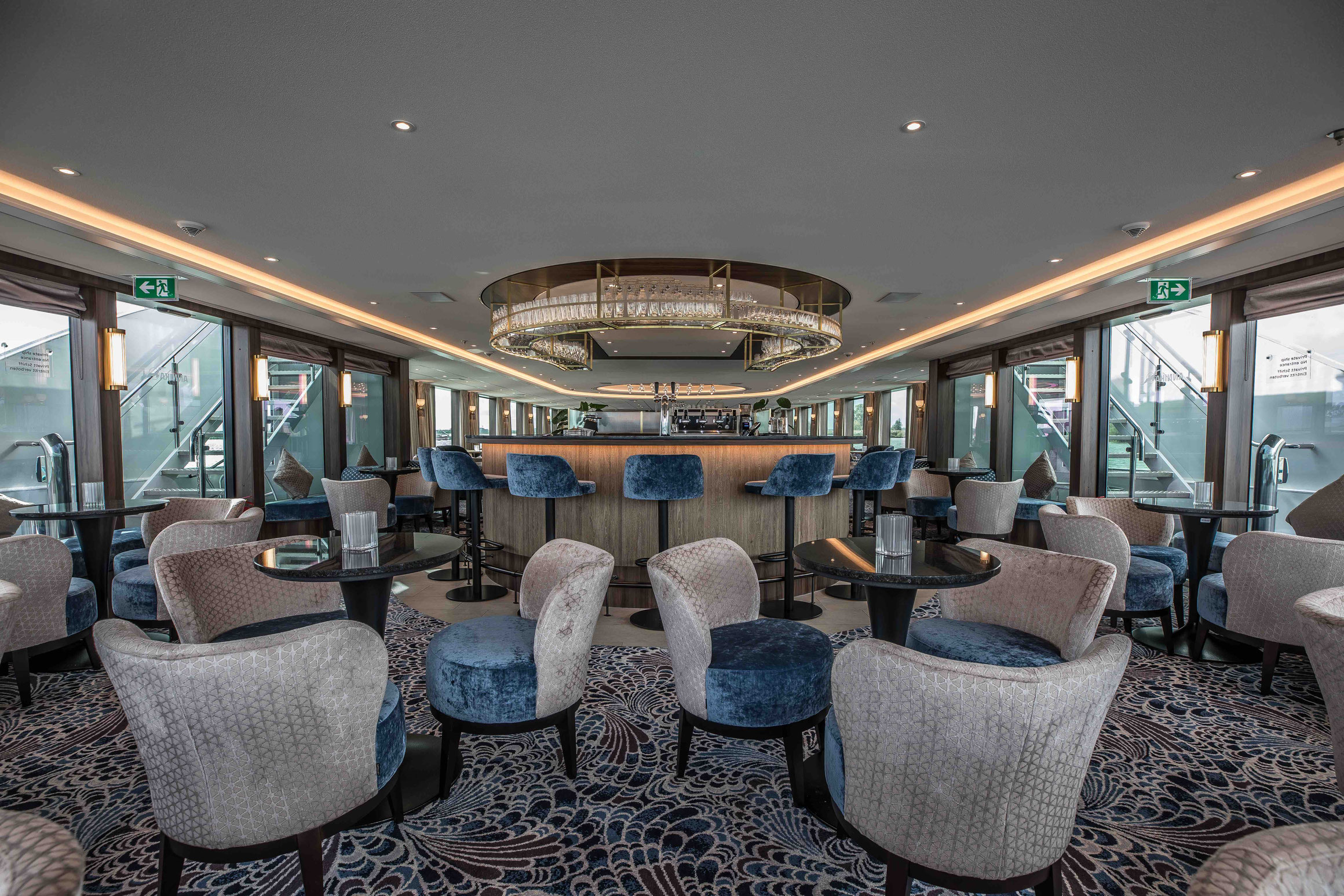 MS Annika Panorama Lounge mit Bar