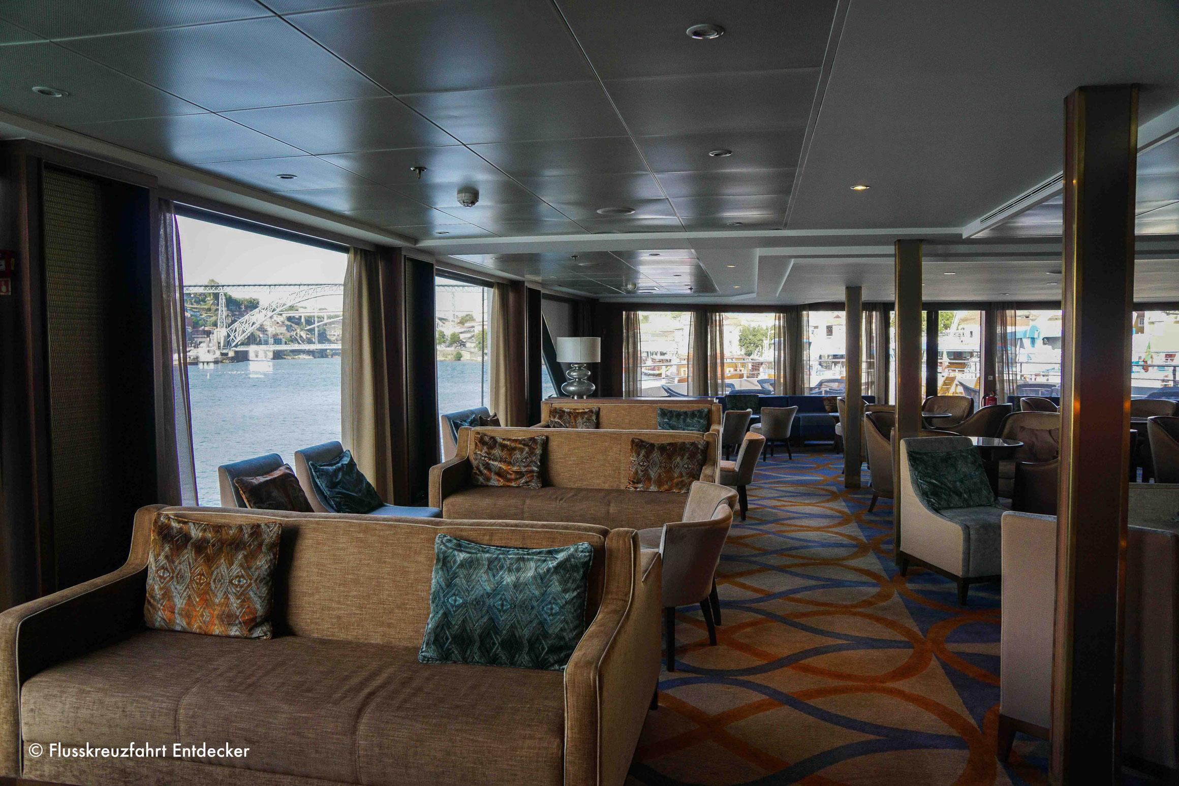 MS DOURO SERENITY Panorama Lounge mit Bar