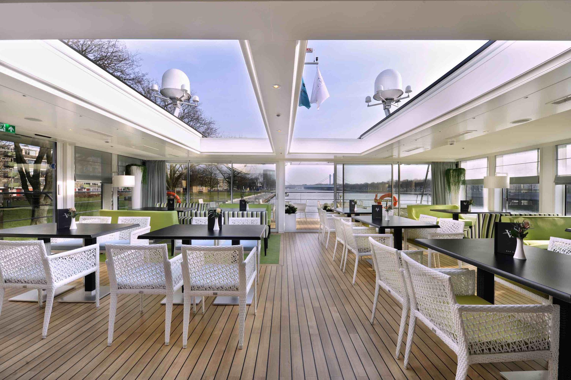 MS Rhein Symphonie Panorama Lounge mit Bar