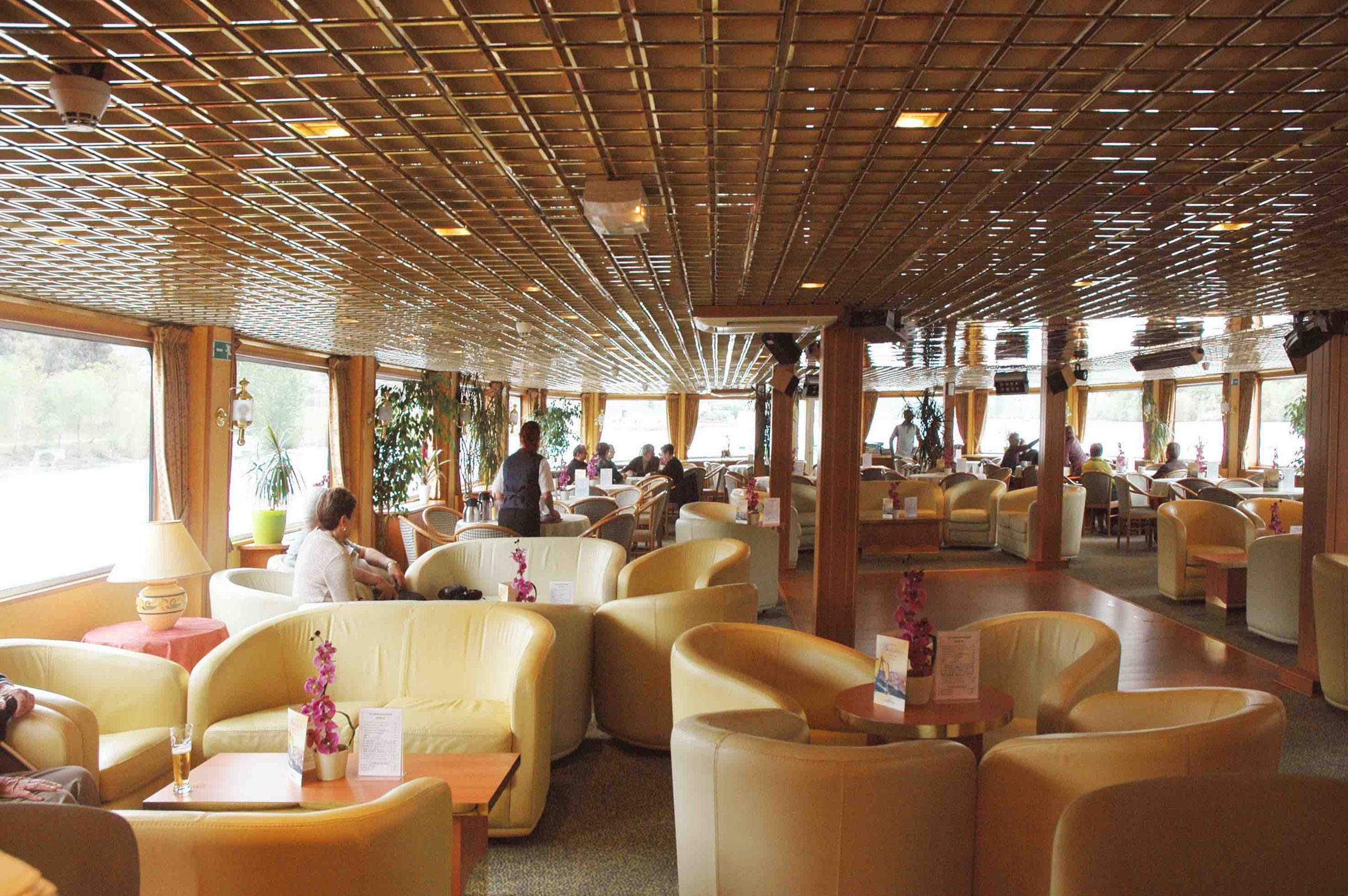 MS Magellan Salon mit Bar