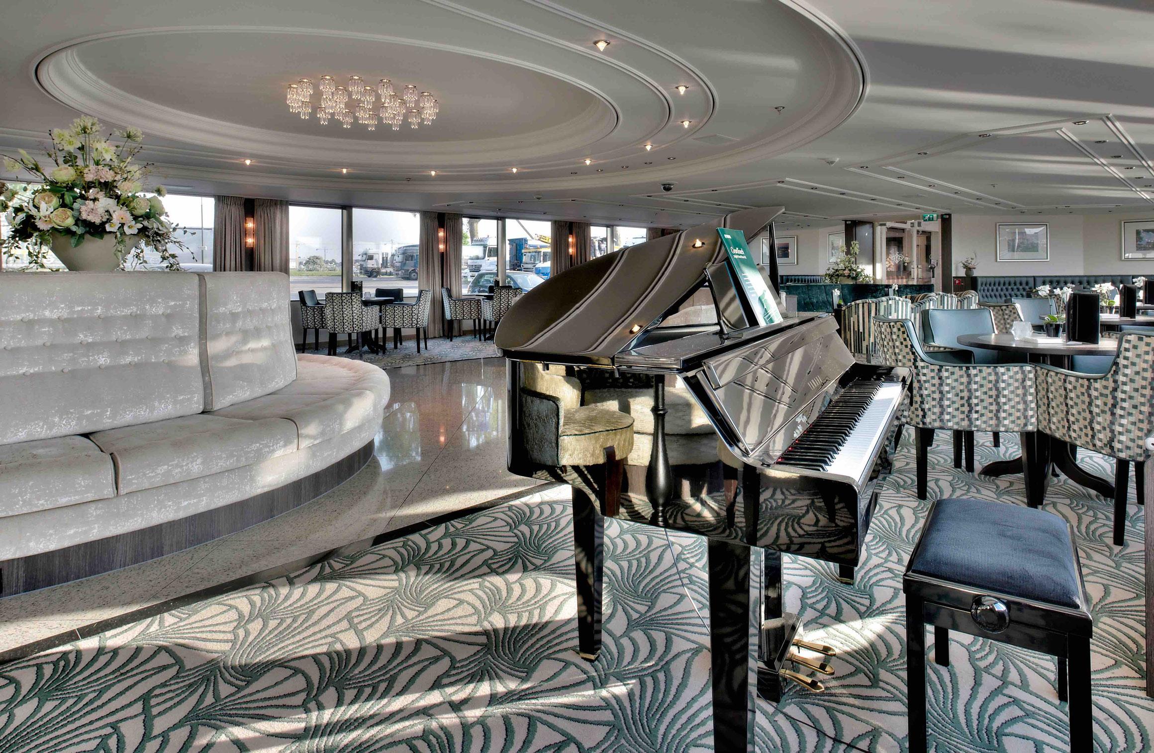MS JOY Panorama Lounge mit Bar