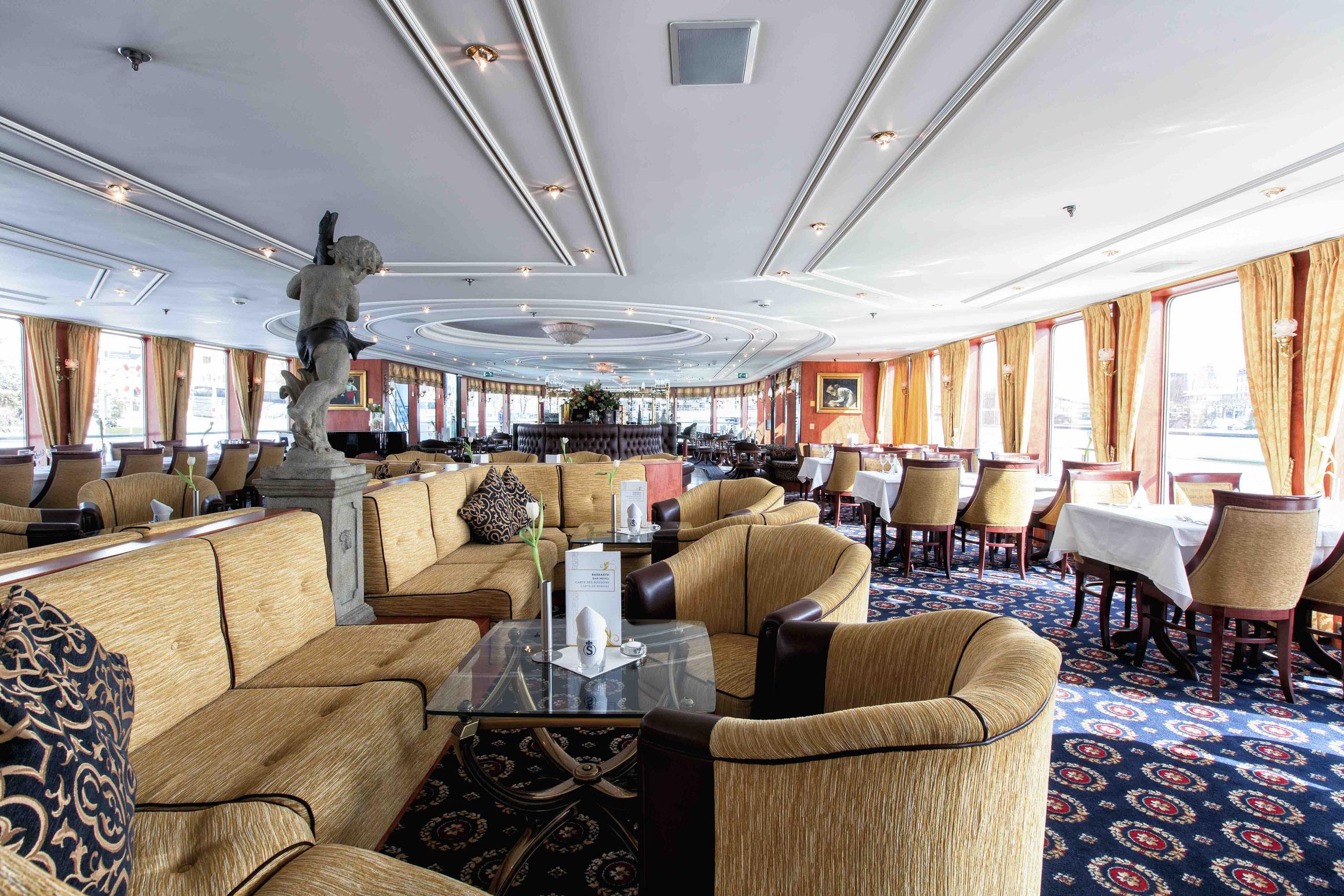 MS Swiss Gloria Panorama Lounge mit Bar