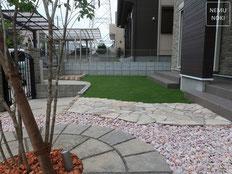 雑草防止シート(ザバーン240)、人工芝、アオダモ、雑草対策、化粧砂利、施工例