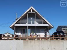 新築外構、イタウバ、砂岩石、ライトアップ、ヤマボウシ、ソヨゴ、雑草防止シート、施工例
