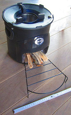 « Rocket-Stove-Envirofit-G3300 » par Cschirp — Travail personnel. Sous licence CC BY-SA 3.0 via Wikimedia Commons - https://commons.wikimedia.org/wiki/File:Rocket-Stove-Envirofit-G3300.JPG#/media/File:Rocket-Stove-Envirofit-G3300.JPG