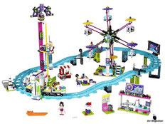 Im Paket Lego 41130 Grosser Freizeitpark sind 1124 Einzelteile, eine Spielfigur Emma, eine Spielfigur Andrea, eine Spielfigur Matthew, eine Spielfigur Naya in Sommerkleidung, eine Achterbahn mit 4 Wagen, ein Riesenrad, ein Freifallturm, ein Kassenhäuschen