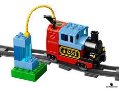 Die Besonderheit im Lego Paket 10507 Eisenbahn Starter Set ist die lustige Dampflok mit Geräuscheffekten.