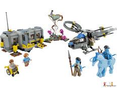 Im Paket Lego 70916 Batman Movie Batwing sind 1053 Einzelteile, eine Minifigur Batman, eine Minifigur Robin, eine Minifigur Harley Quinn mit sehr viel Zubehör enthalten.