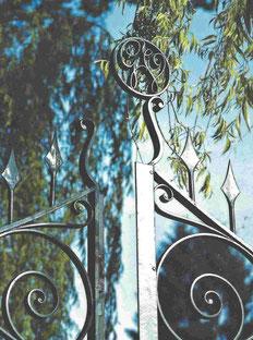 Villa Verdi - Gartengitter mit Monogramm