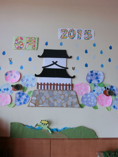 高田城三重櫓も梅雨の季節に模様替え
