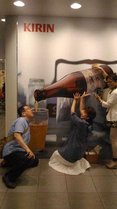 ビールをまわせ、そこまでのもぉ~