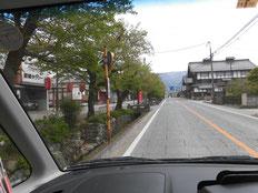 道路脇(左)に残る当時のままの流れ