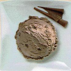 Rahmglace mit Schokoladenstücken